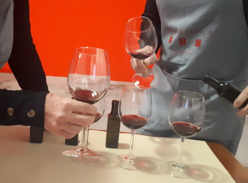 I campioni vengono versati nei bicchieri