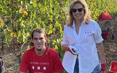 Vendemmia 2020 Silvia Cirri e un vendemmiatore